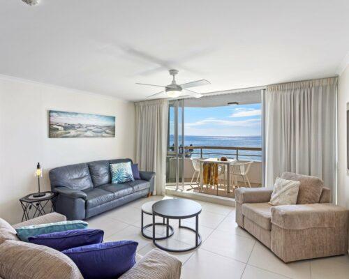 13b-2-bed-pano-view-holiday-apartment-mooloolaba (1)