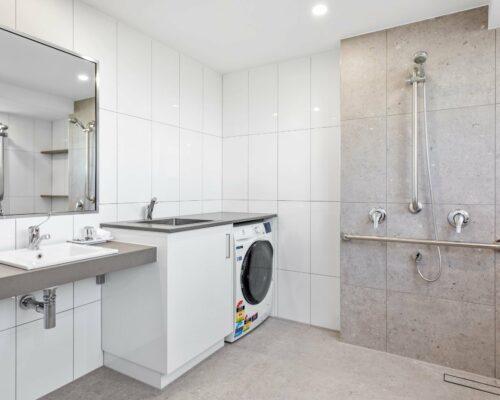 4a-wheelchair-friendly-mooloolaba-apartment (11)