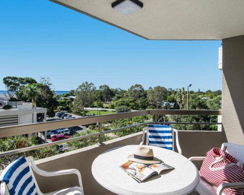 u4c 2 bed pool garden mooloolaba beach (8)