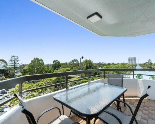 u4d 3 bed pool garden holiday mooloolaba (8)