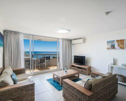 u8b 2 bed oceanview mooloolaba accommodation (16)